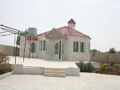 Sell Chalet - 5 Rooms - Madaba - 2000 meter - 450000 Jordanian dinar
